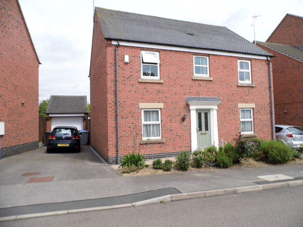 4 Bedrooms Detached House for sale in Burdock Way, Desborough, NN14 2JE