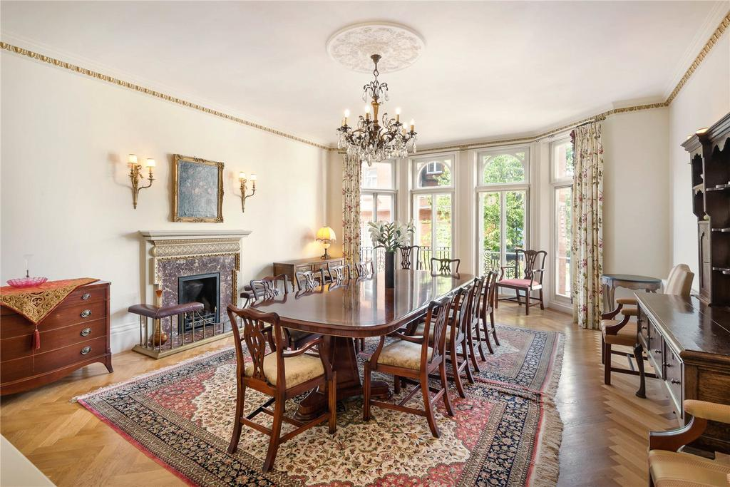 5 Bedrooms Flat for sale in Cadogan Square, London, SW1X