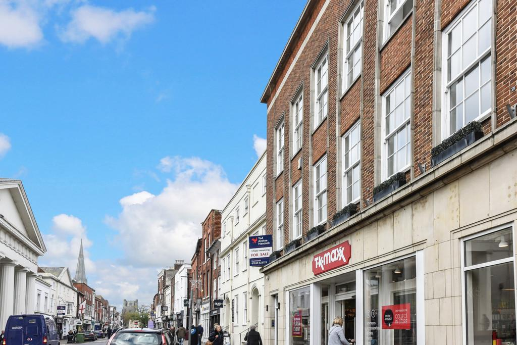 2 Bedrooms Apartment Flat for sale in Sadlers House, East Street, Chichester