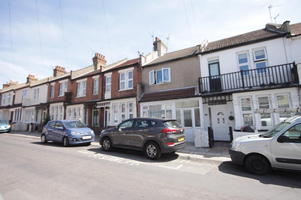 3 Bedrooms Terraced House for sale in Dalmatia Road, Southend-on-Sea