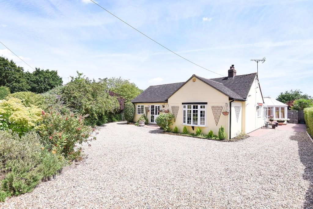 3 Bedrooms Detached Bungalow for sale in The Folley, Layer-de-la-Haye, Colchester