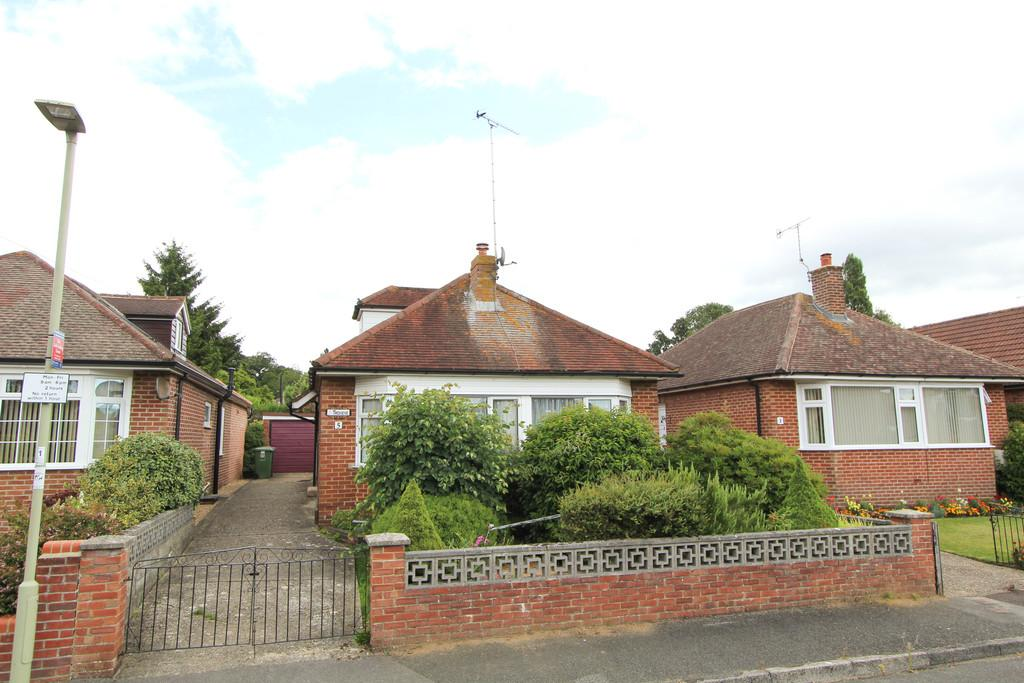 3 Bedrooms Chalet House for sale in Lynton Road, Petersfield