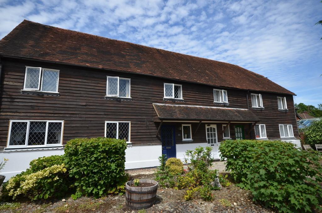 2 Bedrooms Apartment Flat for sale in Radford Close, Farnham
