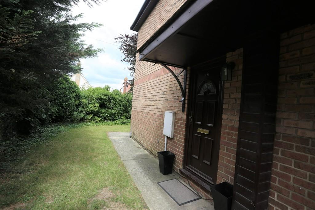 2 Bedrooms Semi Detached House for sale in Tollgate Court, Stanway