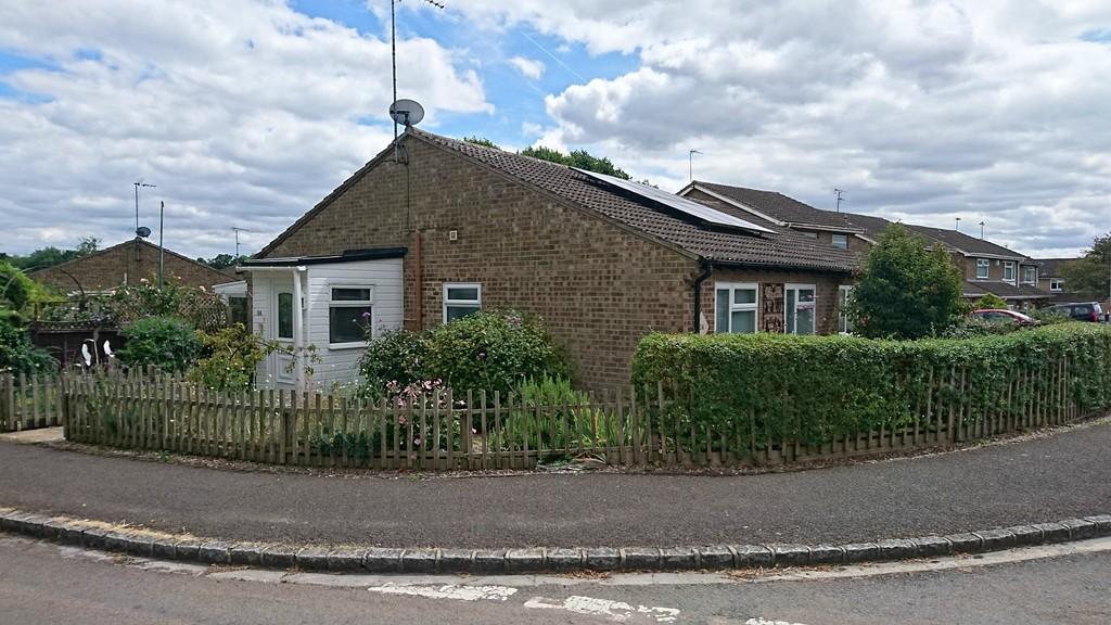 2 Bedrooms Semi Detached Bungalow for sale in Roman Way, Brackley
