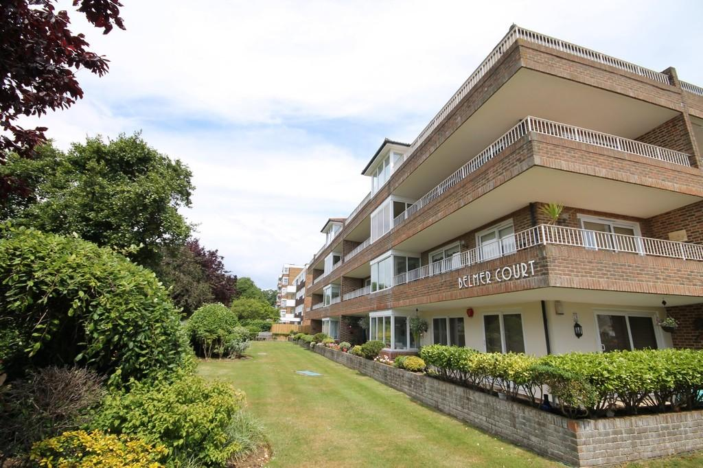 2 Bedrooms Apartment Flat for sale in Grand Avenue, Worthing BN11 5BS