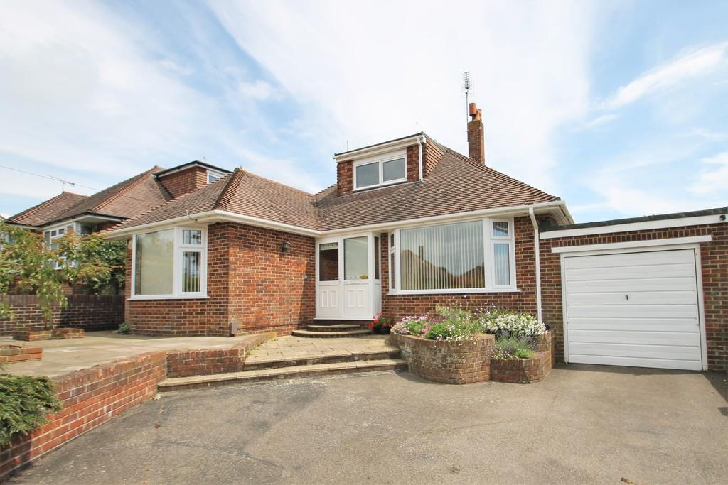 3 Bedrooms Detached Bungalow for sale in Ellis Avenue, Worthing, BN13 3DY