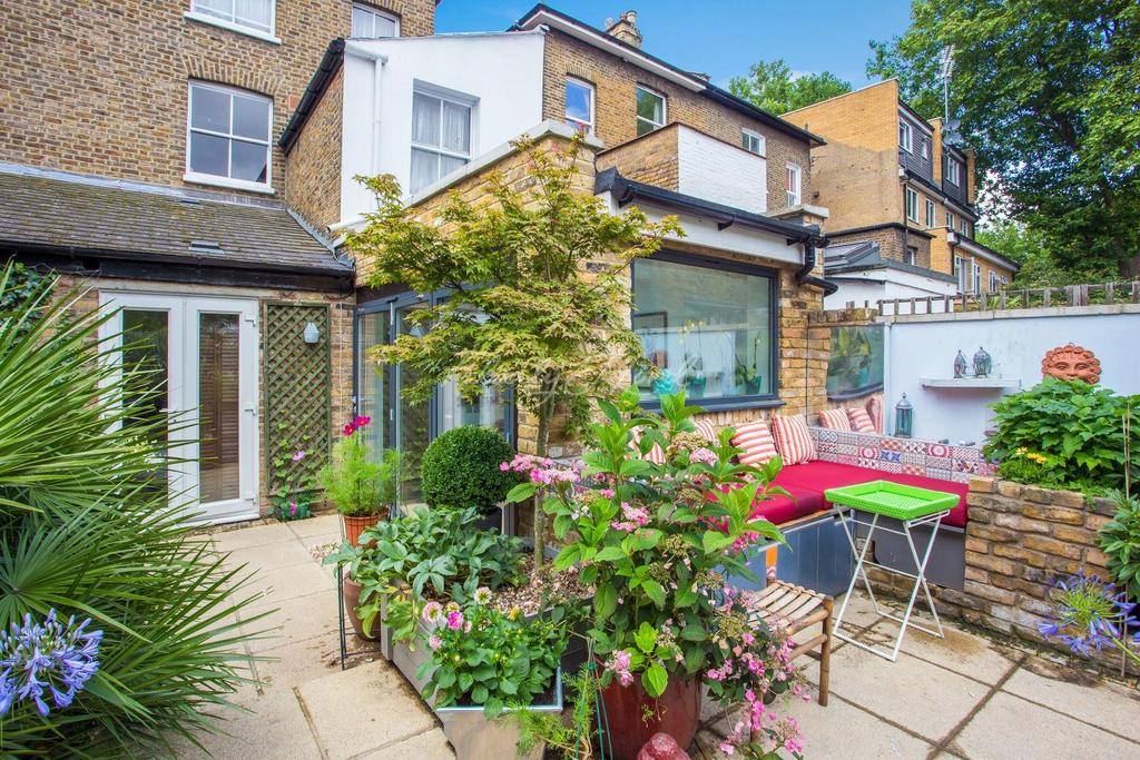 1 Bedroom Flat for sale in Clarence Road, Chiswick W4