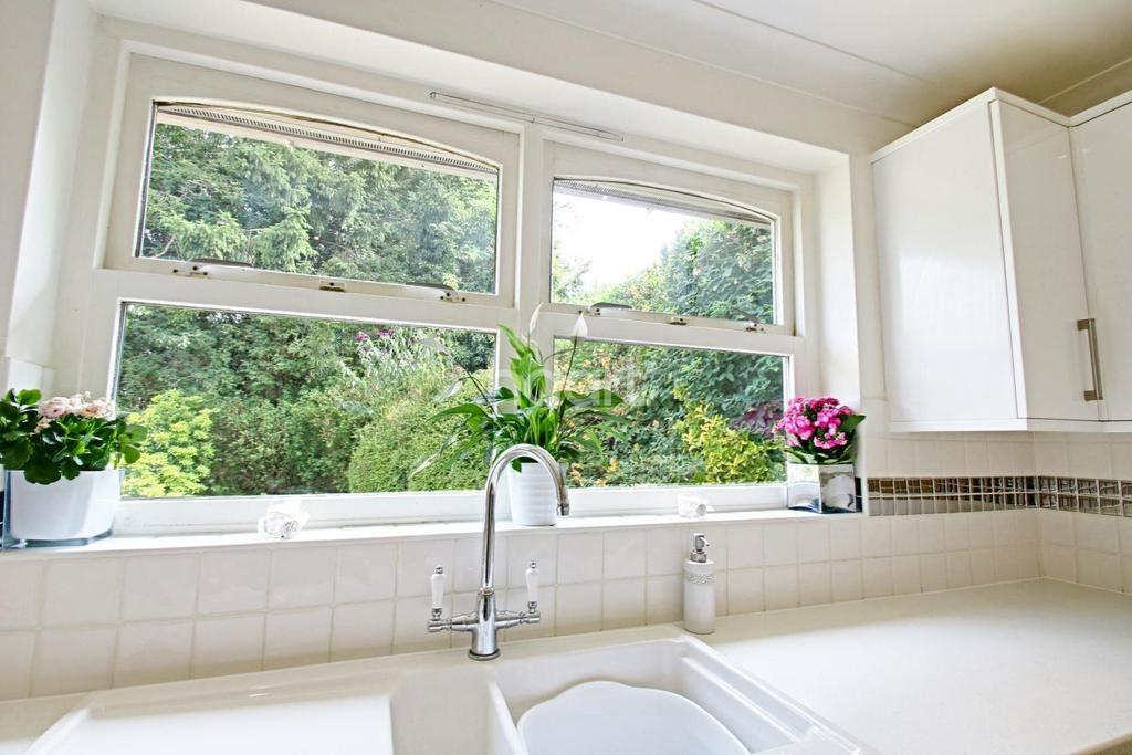 4 Bedrooms Detached House for sale in Le Corte Close, Kings Langley, WD4