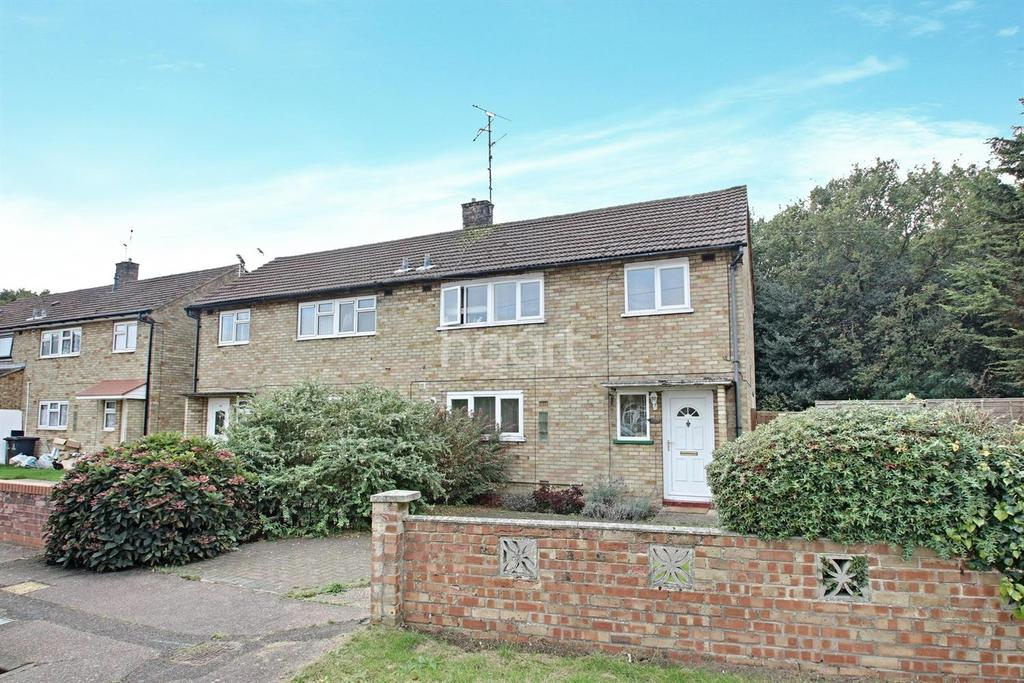 3 Bedrooms Semi Detached House for sale in Monkwick Avenue, Colchester.