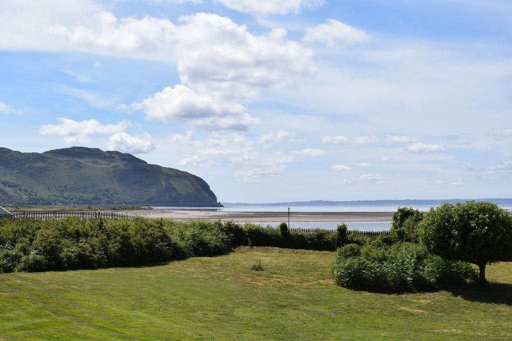 2 Bedrooms Apartment Flat for sale in Riverside Court, Deganwy