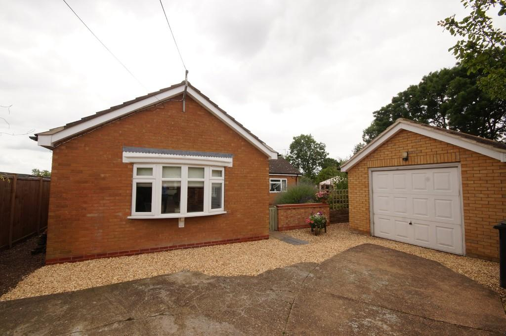 3 Bedrooms Detached Bungalow for sale in Faldingworth Road, Spridlington, Market Rasen