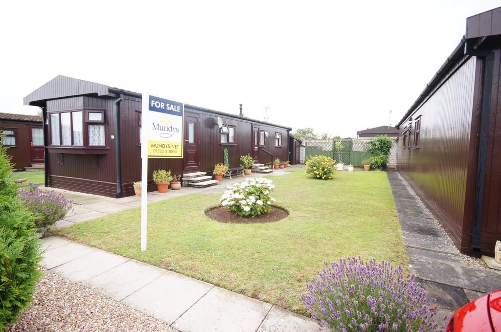 2 Bedrooms Park Home Mobile Home for sale in Alpine Crescent, The Elms, Torksey
