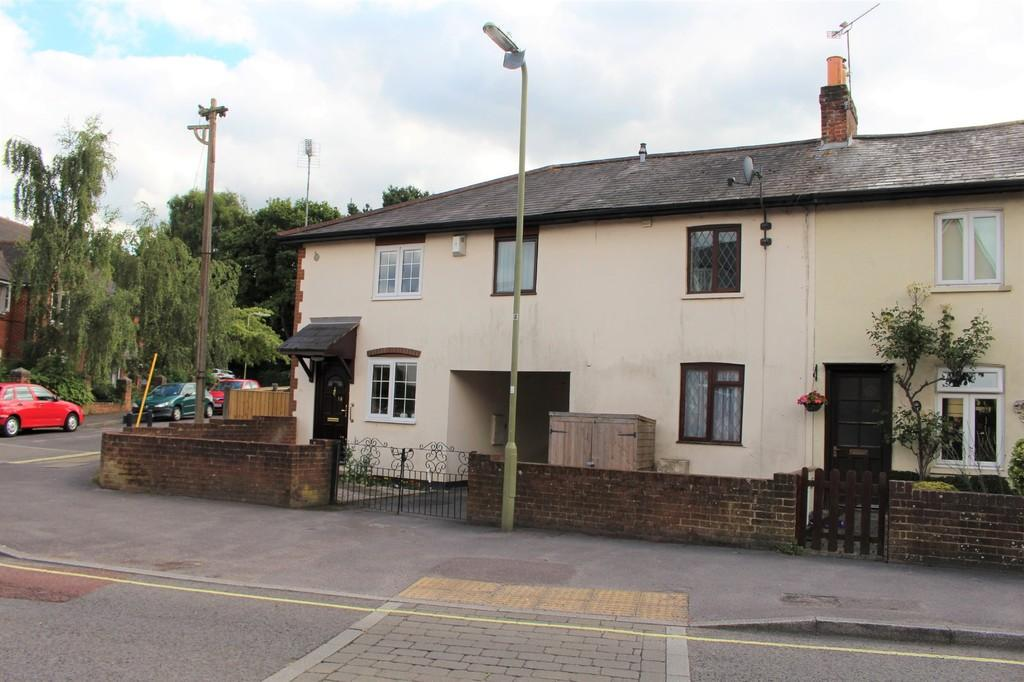 2 Bedrooms Terraced House for sale in Shore Road, Hythe, Southampton