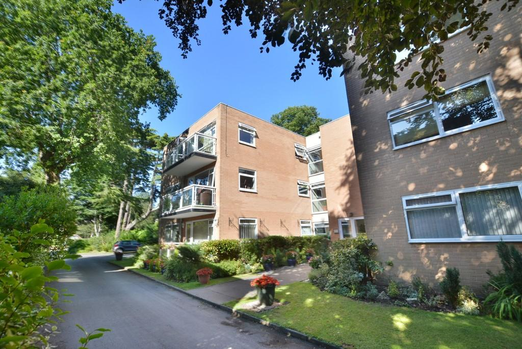 2 Bedrooms Apartment Flat for sale in Tiverton Court, 24 Marlborough Road, Westbourne