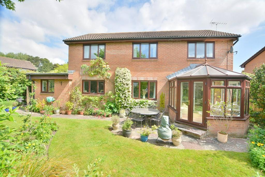 4 Bedrooms Detached House for sale in Juniper Close, Ferndown