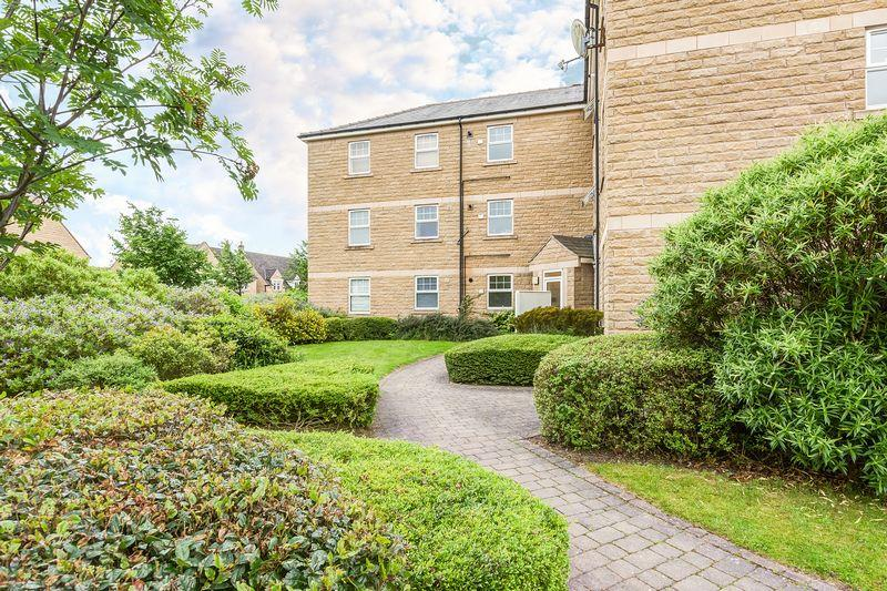 2 Bedrooms Flat for sale in Holyrood Avenue, Lodge Moor, Sheffield