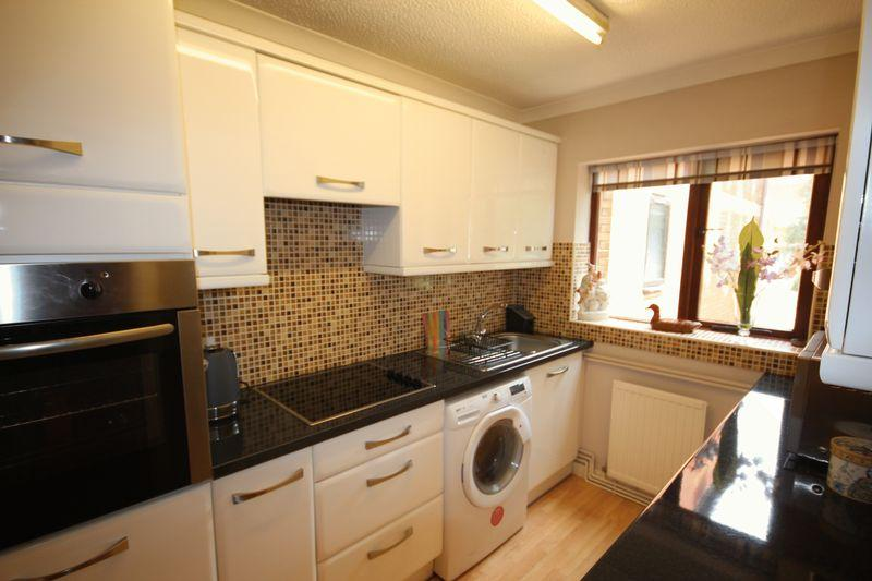 2 Bedrooms Retirement Property for sale in Cwrt Deri Heol Y Felin, Rhiwbina
