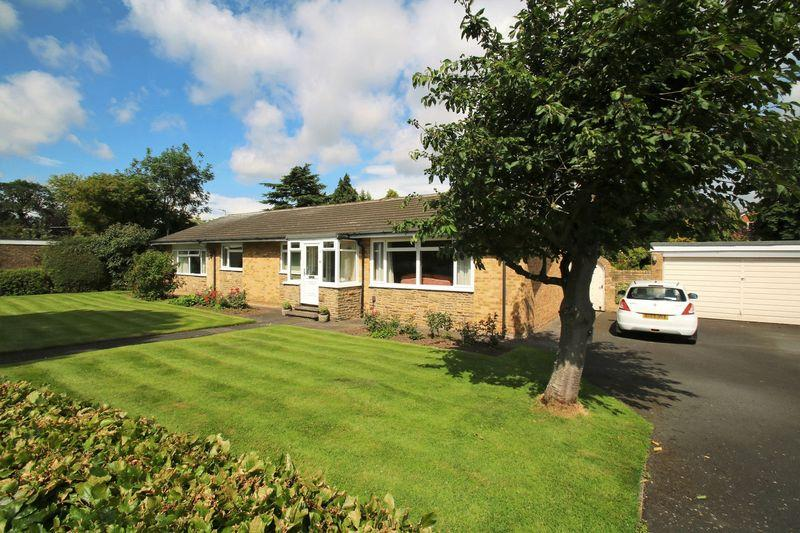 4 Bedrooms Detached Bungalow for sale in Grisedale Crescent, Egglescliffe, TS16 9DJ