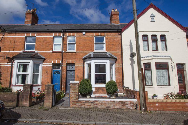 2 Bedrooms Terraced House for sale in Wood Street, Penarth