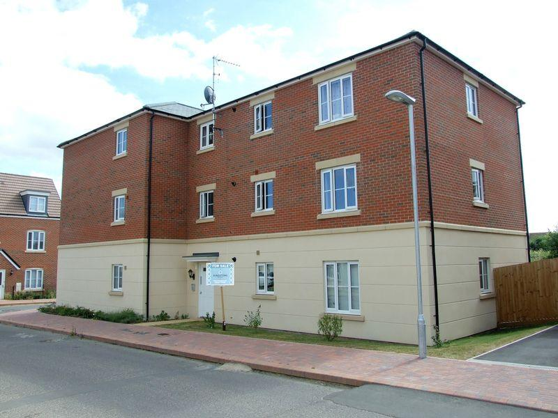 2 Bedrooms Apartment Flat for sale in Toucan Street, Trowbridge