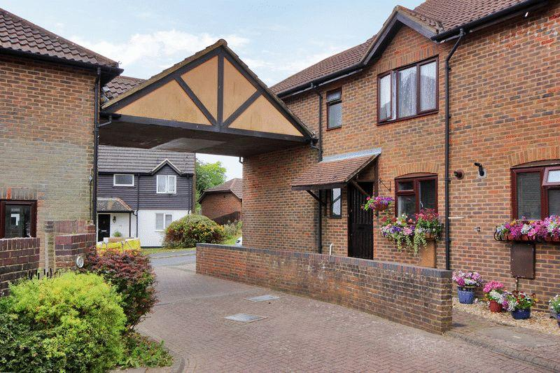4 Bedrooms End Of Terrace House for sale in Pipers Field, Ridgewood, East Sussex