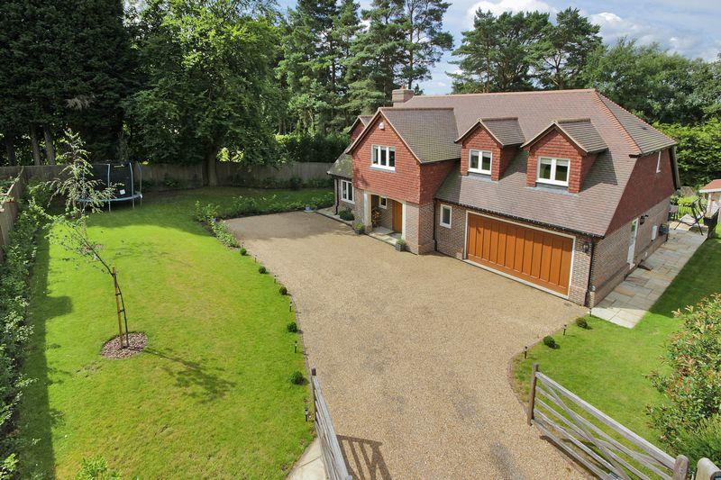 5 Bedrooms Detached House for sale in Rannoch Road, Crowborough, East Sussex