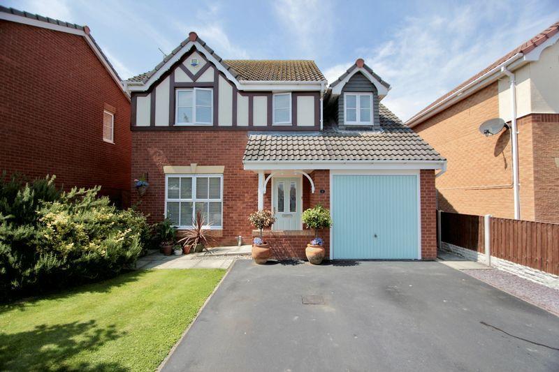 4 Bedrooms Detached House for sale in Llys Ogwen, Prestatyn