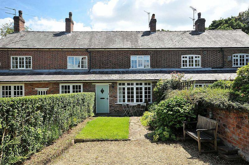 2 Bedrooms Terraced House for sale in Newton Hall Lane, Mobberley