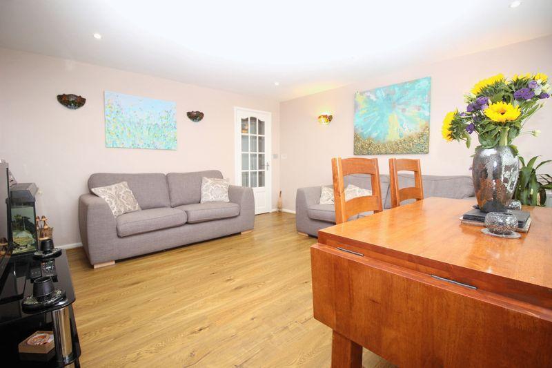 2 Bedrooms Flat for sale in Etfield Grove, Sidcup, DA14 6LN