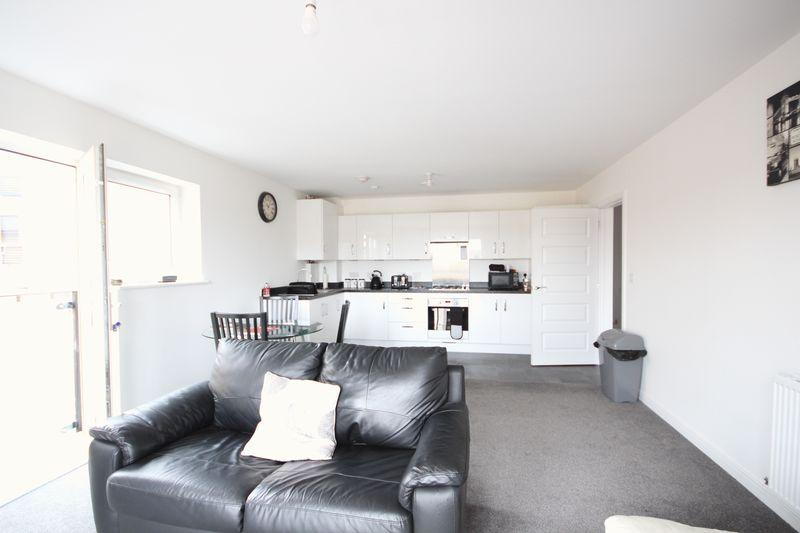 2 Bedrooms Apartment Flat for sale in Temple Hill, Dartford