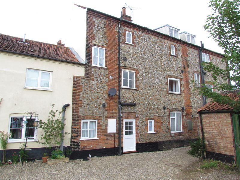 3 Bedrooms Terraced House for sale in Tunn Street, Fakenham, Norwich