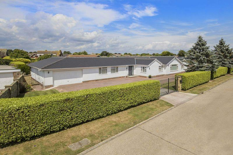5 Bedrooms Detached Bungalow for sale in Willowhayne, East Preston
