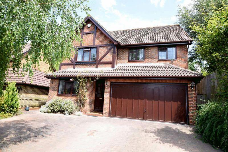 4 Bedrooms Detached House for sale in Windmill Heights, Bearsted, Maidstone