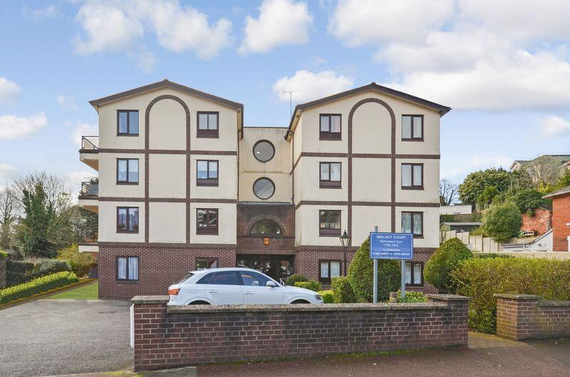 2 Bedrooms Retirement Property for sale in Walnut court,