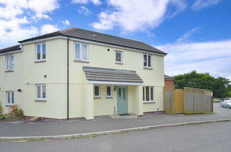 3 Bedrooms Semi Detached House for sale in River Close, Kingsteignton