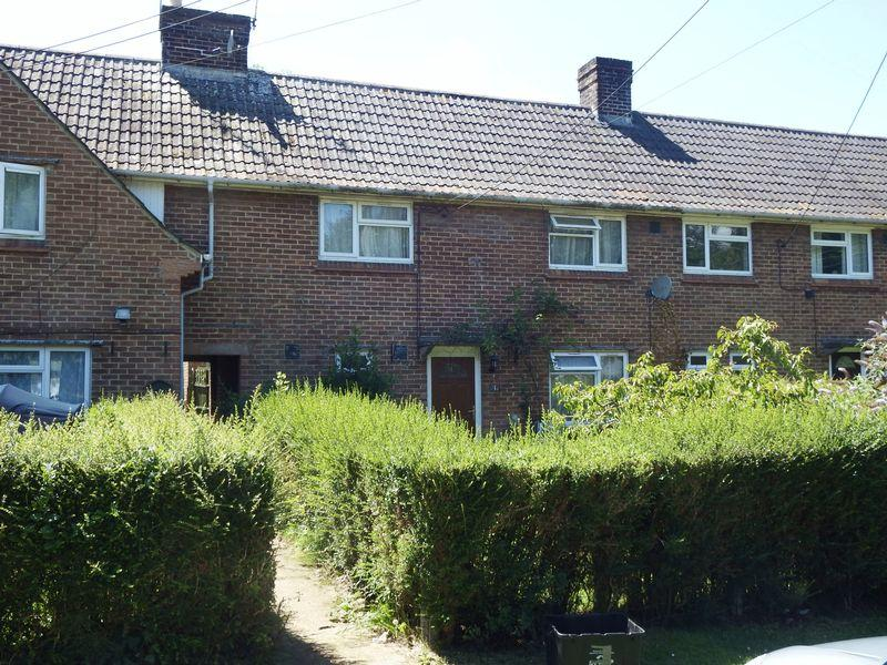 3 Bedrooms Terraced House for sale in Winterfield, Haselbury Plucknett