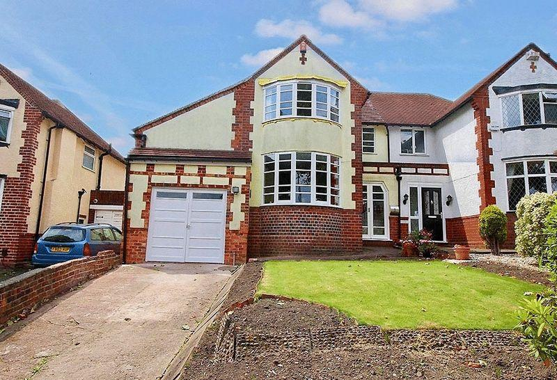 3 Bedrooms Semi Detached House for sale in The Broadway, Dudley