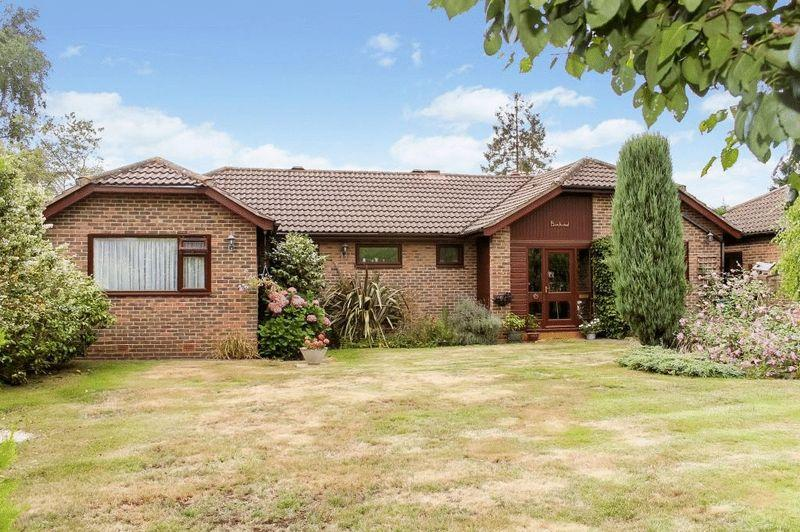 4 Bedrooms Detached Bungalow for sale in GREAT BOOKHAM