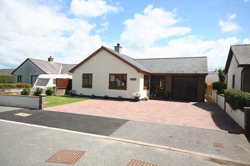 3 Bedrooms Detached Bungalow for sale in Llangefni, Anglesey
