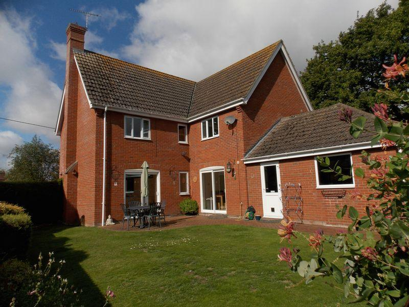 5 Bedrooms Detached House for sale in Barton Road, Thurston
