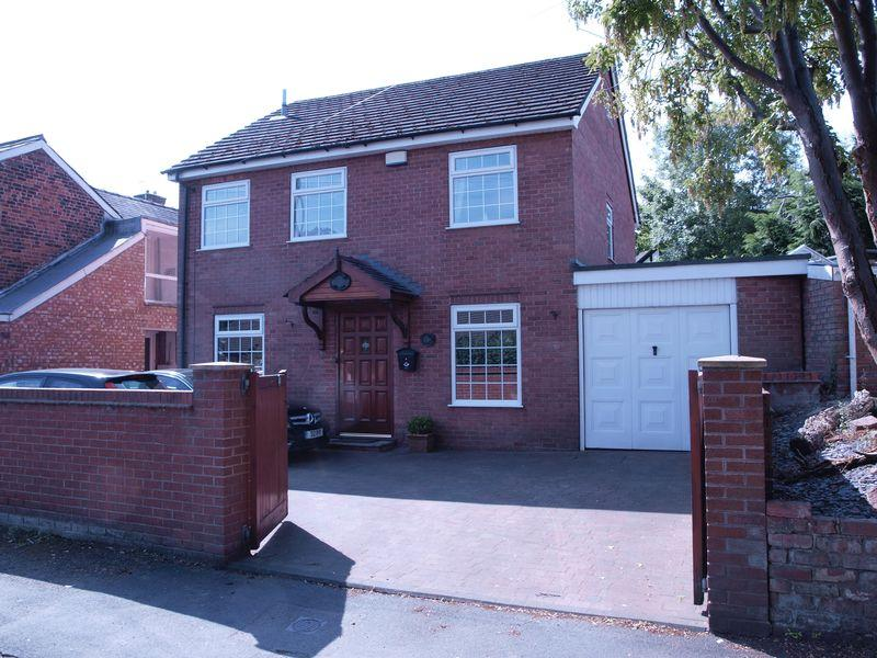 3 Bedrooms Detached House for sale in Beach Road, Hartford, CW8 4BB