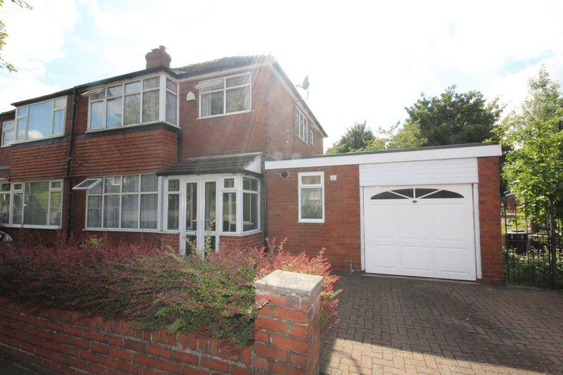 3 Bedrooms Semi Detached House for sale in Kirkway, Alkrington, Middleton, Manchester M24 1EN