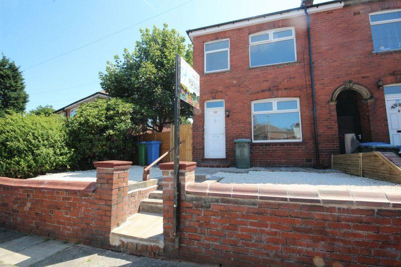 3 Bedrooms Terraced House for sale in Jubilee Road, Middleton, Manchester M24 2LX
