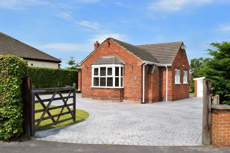 3 Bedrooms Detached Bungalow for sale in Chapel Lane, Broughton