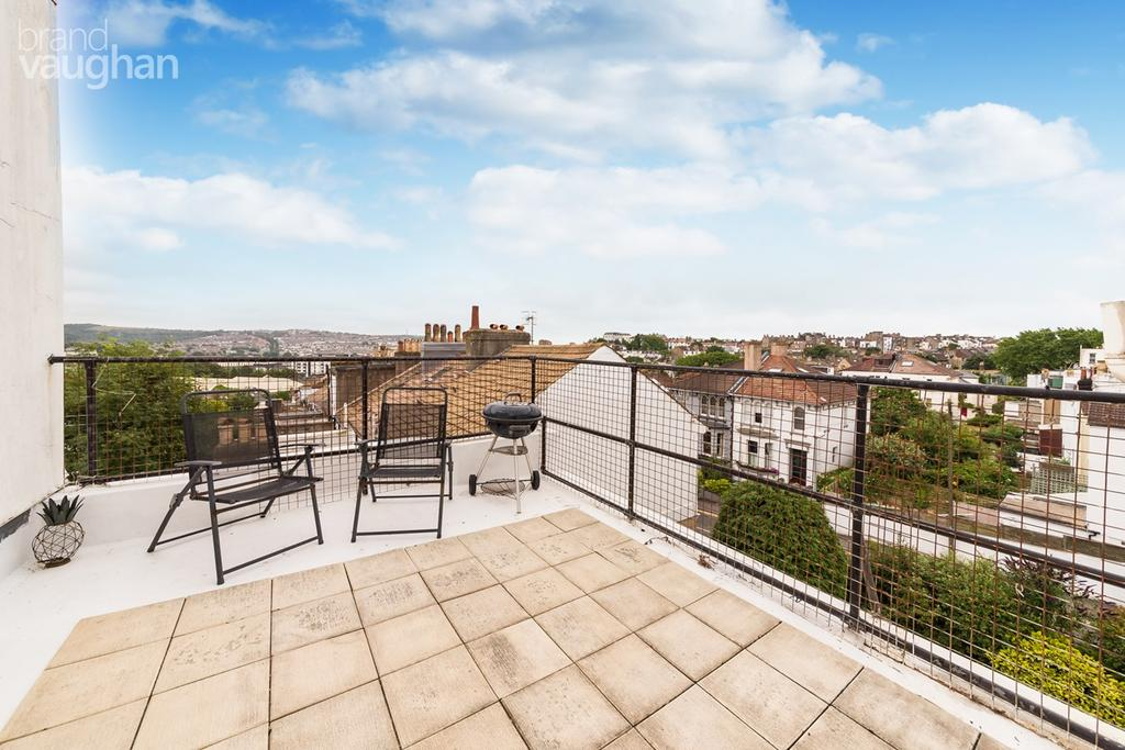 2 Bedrooms Flat for sale in Stanford Road, Brighton, BN1
