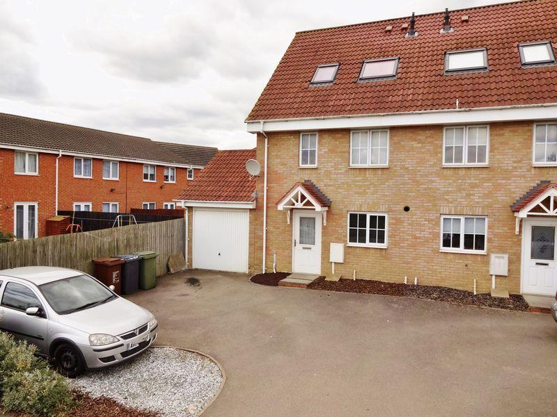 3 Bedrooms Semi Detached House for sale in Lyveden Way, Oakley Vale, Corby