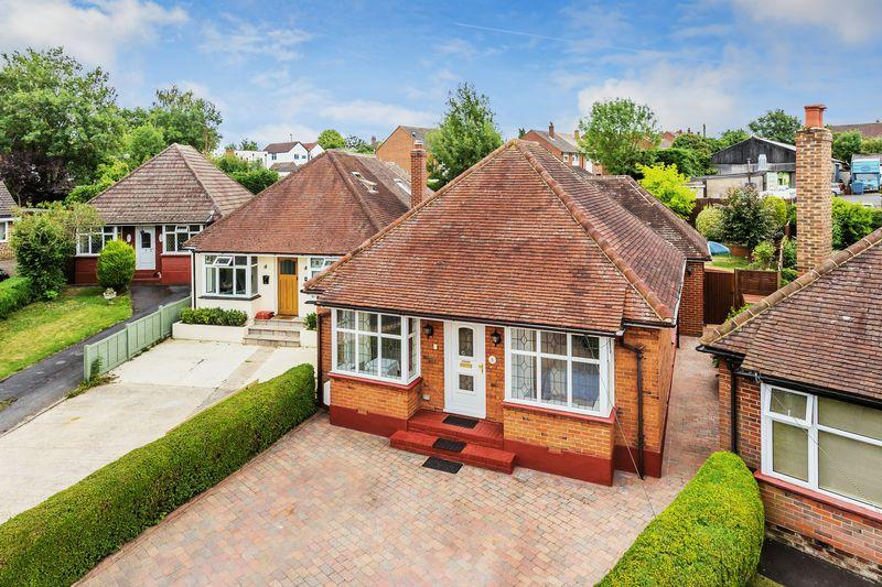 4 Bedrooms Detached Bungalow for sale in Rosemary Crescent, Guildford