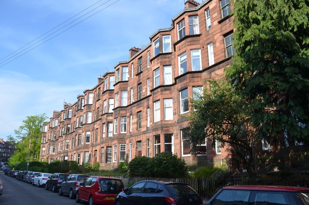 2 Bedrooms Flat for sale in Dudley Drive, Flat 1/1, Hyndland, Glasgow, G12 9SA