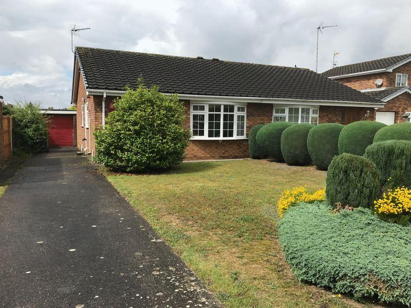 2 Bedrooms Semi Detached Bungalow for sale in Wentworth Rise, Erlas Park, Wrexham